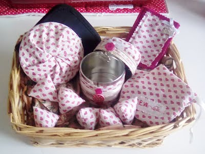 https://www.heartizan.uk.com/product/heart-themed-sewing-gift-hamper/